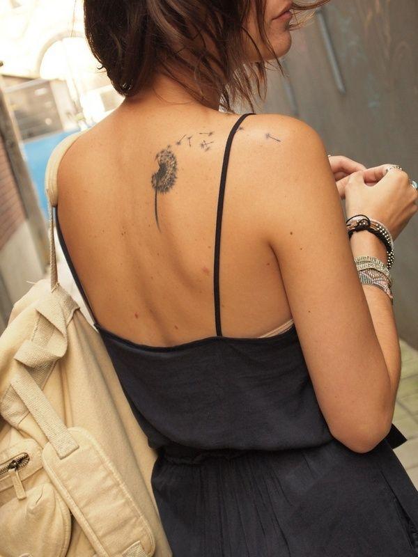 tatouage symboles pissenlit qui s'envole dos pour fille