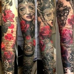 beau tatouage fleur rose dans tatoo manchette avec portrait horloge et ecriture