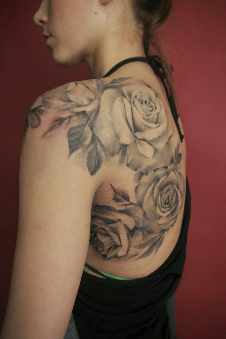 inspiration roses blanches femme a tatouer sur dos et. Black Bedroom Furniture Sets. Home Design Ideas