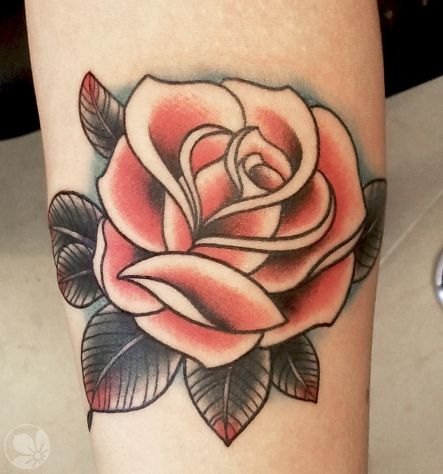photo tattoo rose old school