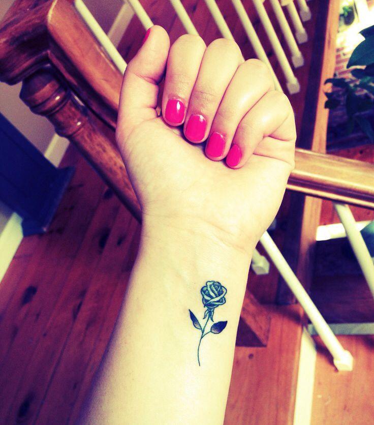 Tatouage Discret Rose Noire Interieur Avant Bras Tatouage Femme