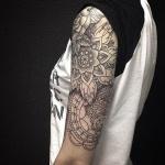 tatouage femme rose demi manchette haute mandala