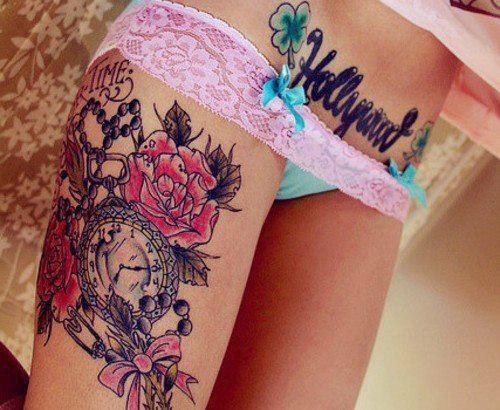 tatouage fleur roses tremieres avec mot chapelet et. Black Bedroom Furniture Sets. Home Design Ideas