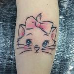 Photo tattoo feminin chat des aristochats sur mollet