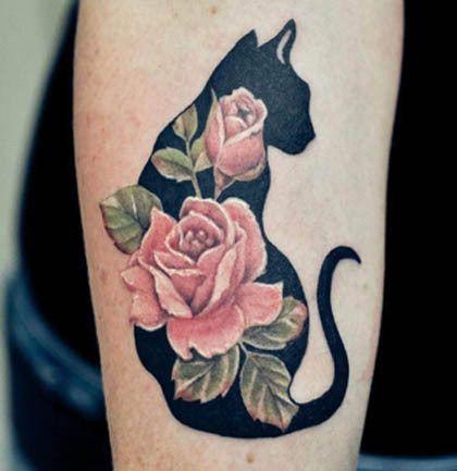 Tatouage mollet silhouette chat femme avec 2 roses