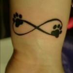 Tatouage symboles infinis avec 2 empreintes de chat
