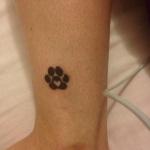 Tatouage symboles patte de chat cheville