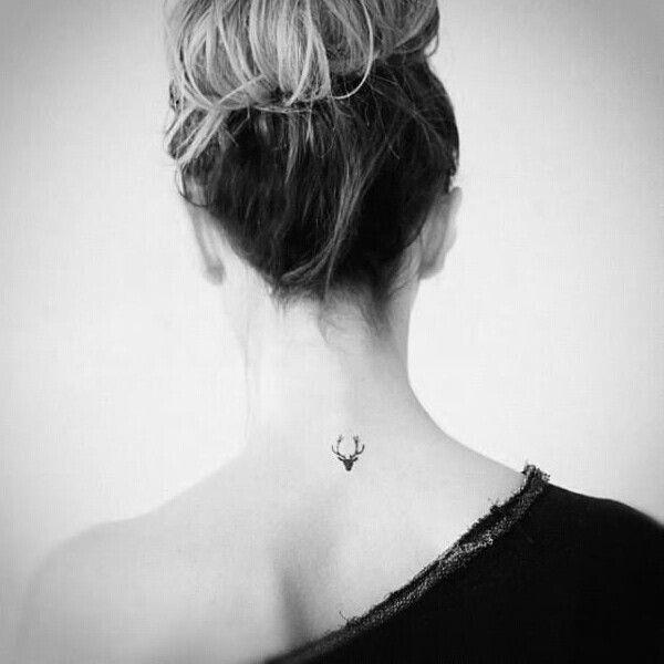 Modele tatouage discret nuque tete de renne