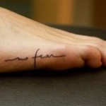 Tatouage phrase discret fille no fear