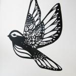 Dessin tattoo oiseau femme avec fleurs integrees dans les ailes