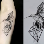Photo tattoo signe oiseau origami