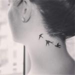 Tatouage femme envol oiseau cou et nuque