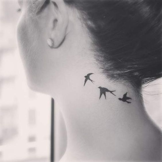tatoo cou femme