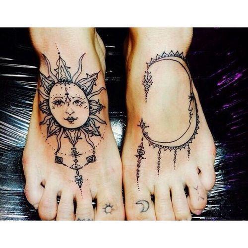 Modele Tatouage Pied Mandala Cercle Avec Soleil Et Lune Tatouage Femme
