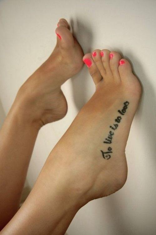 Phrase tatouee pied femme