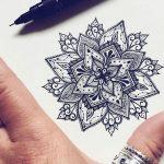 Beau modele en dessin pour tatouage mandala