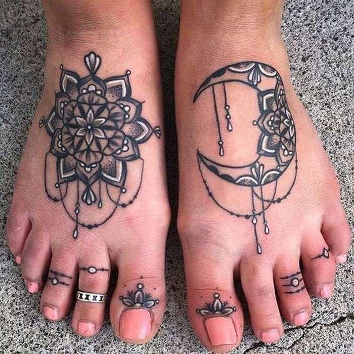 tatouage pied femme lune et soleil en mandala - tatouage femme