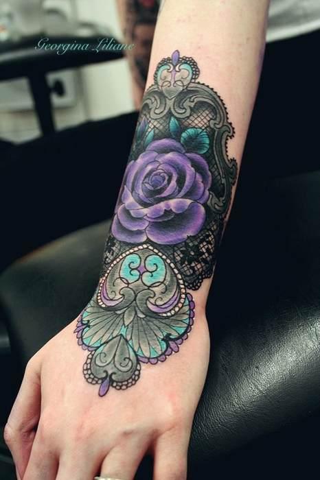 Idee tattoo bracelet large en dentelle avec rose violette