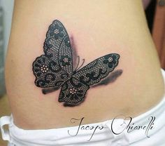 Idee tattoo papillon3d en dentelle ventre