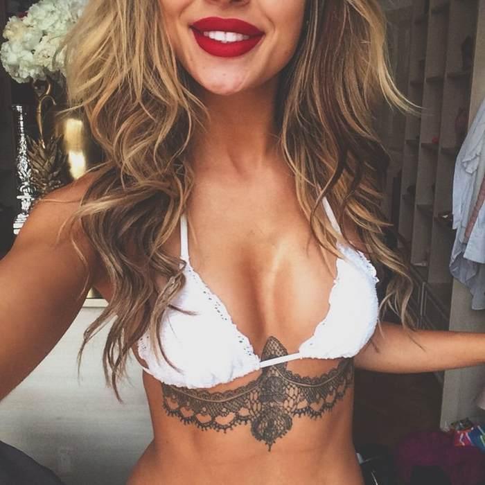 Tatouage sous poitrine dentelle femme