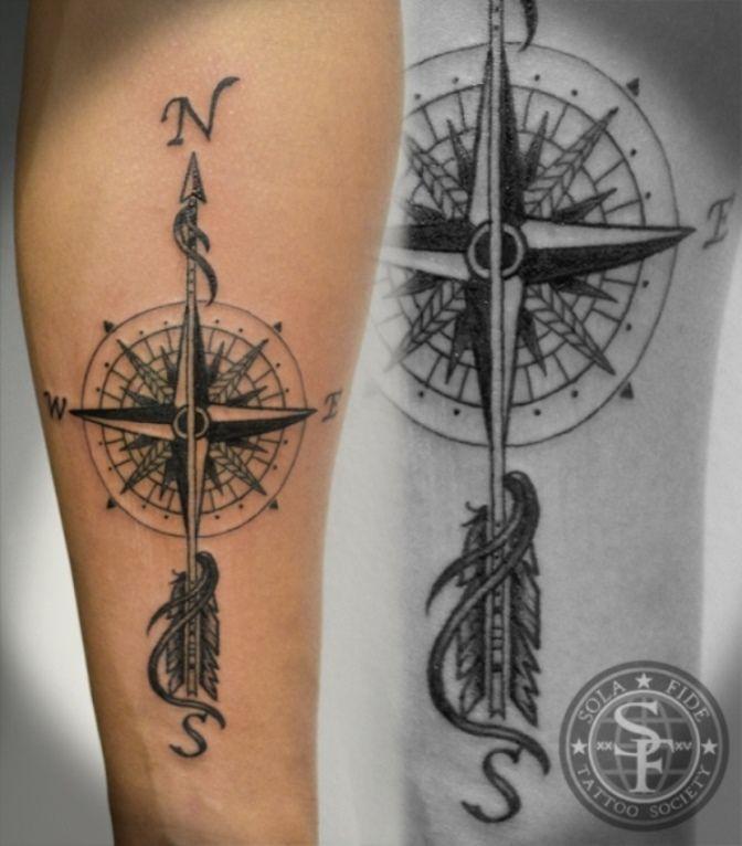 tatouage symboles boussole fille avec fleche en direction. Black Bedroom Furniture Sets. Home Design Ideas