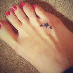 Modele petit tatouage etoile du nord sur le pied