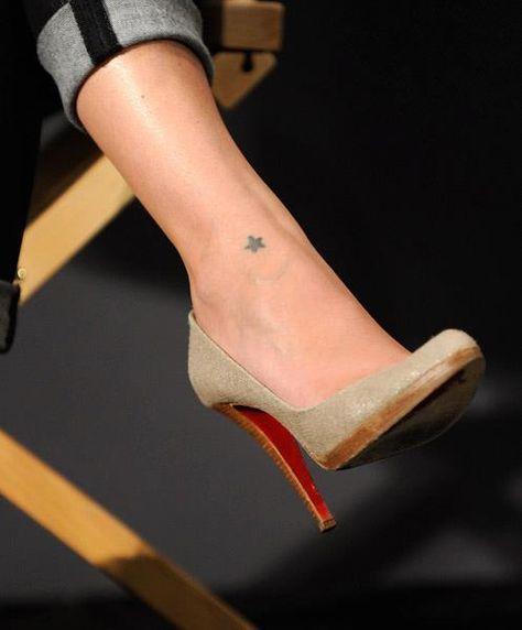 tatouage femme 1 etoile pleine sur cheville tatouage femme. Black Bedroom Furniture Sets. Home Design Ideas