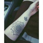 Idee tattoo avant bras interieur fleur de vie femme mandala