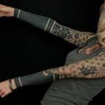 tatouage femme manchette symetrique sur les 2 bras geometrique