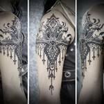 tatouage manchette feminin bijou monochrome
